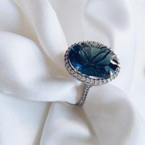 С 1007 — Серебряное кольцо с топазом и фианитами
