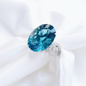 С 1024 — Серебряное кольцо с топазом и фианитами