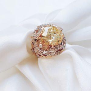 В 1039 — Золотое кольцо с канареечным цирконом